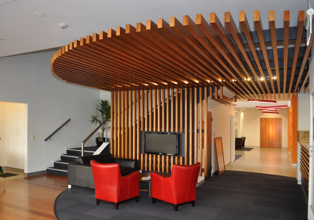 Supaslat-Maxi-In-Supaveneer-For-Feature-Ceiling-Of-Office-Reception-1000x700.jpg