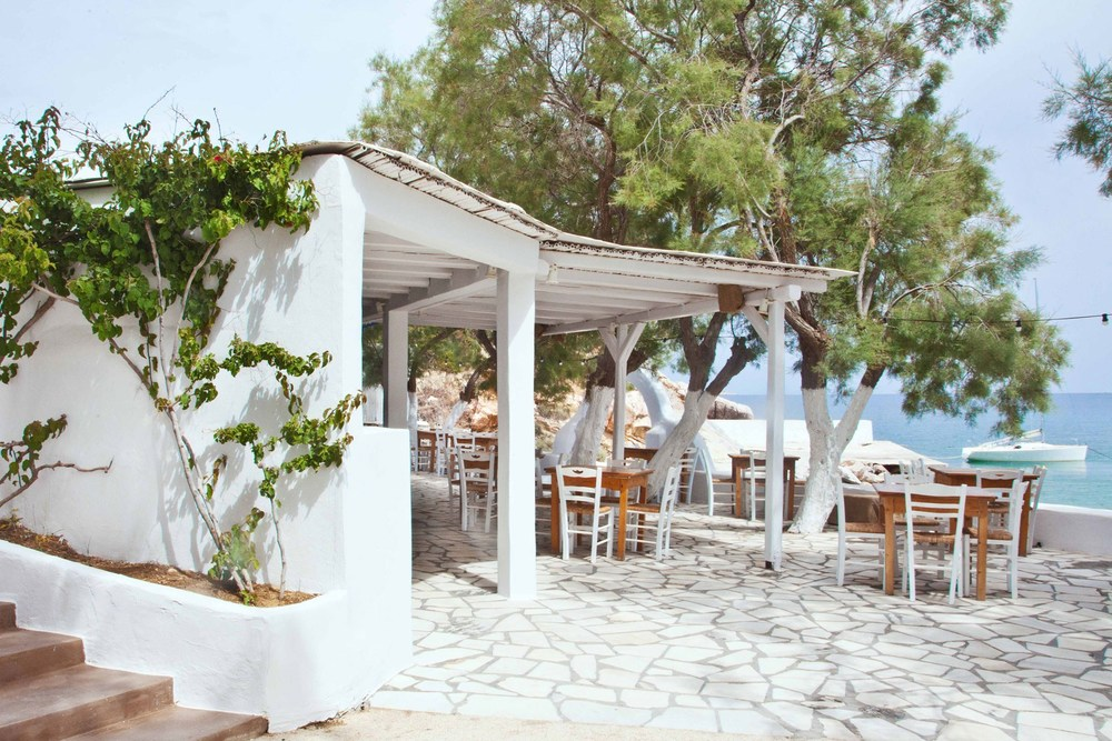 view-of-restaurant-and-beach-at-beach-house-antiparos-cyclades-greece-conde-nast-traveller-25aug15-danai-issaris.jpg