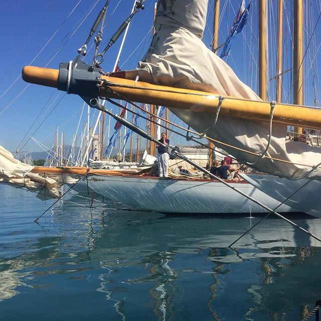 Wind dance will have to commence soon #lesvoilesdantibes #classicyachting #yachtingclassique