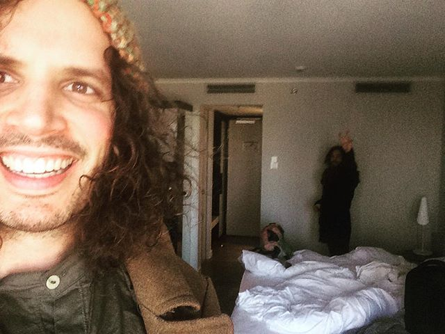 Checking out of our hotel in Düsseldorf. Köln, we are coming in hot! See you at the Wohngemeinschaft tonight! We will be supported by Julia Toaspern! ❤