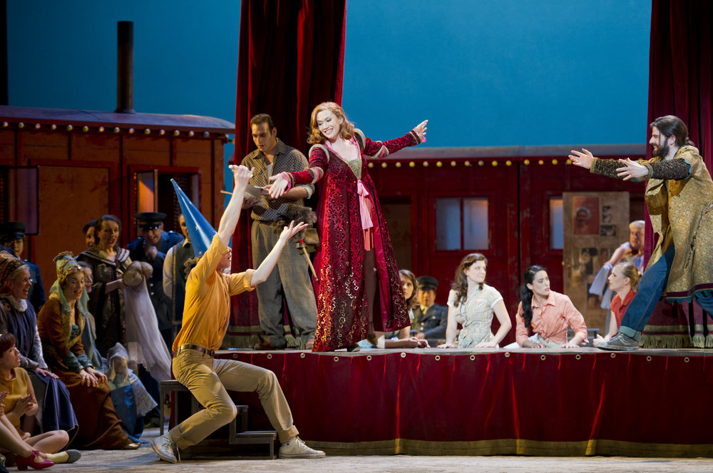 Adina in L'ELISIR D'AMORE, Deutsche Oper Berlin 2014 © Monika Rittershaus
