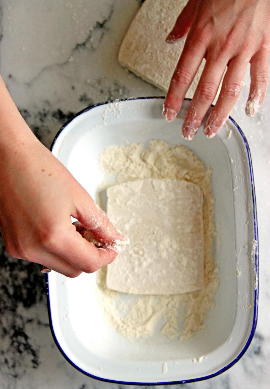 Saganaki With Flour