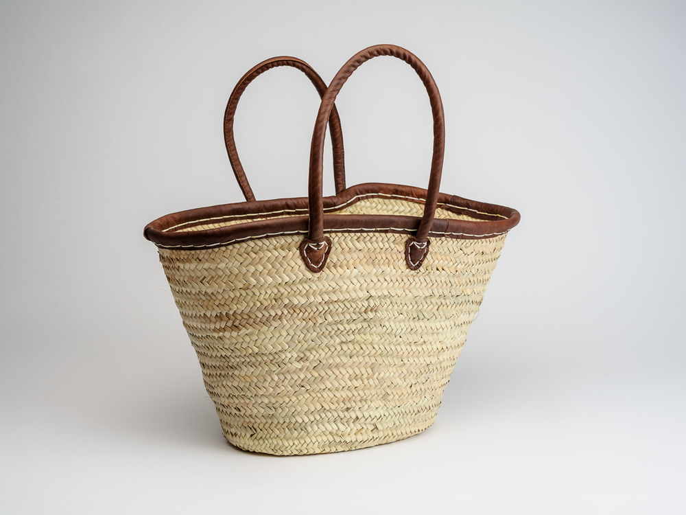 THE FOODIE BuGLE SHOP, BATH - LEATHER TRIMMED REED BASKET £26