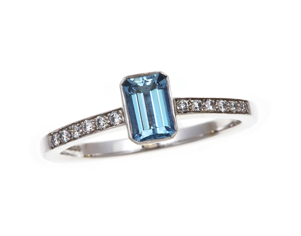 NICHOLAS WYLDE - AQUAMARINE AND DIAMOND RING - POA
