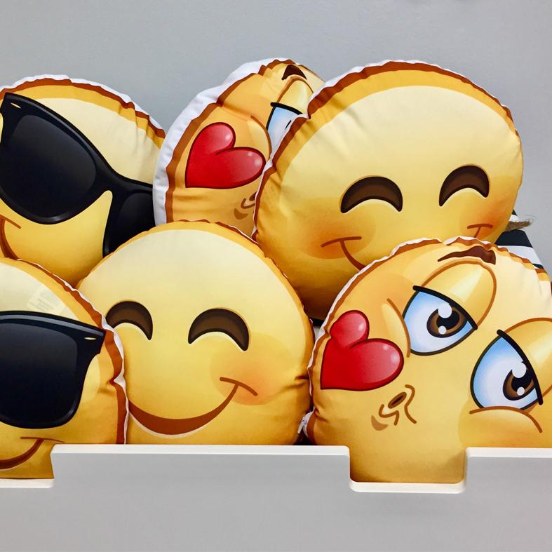Cuscini Emoji 22,00 € - Dietro la foto e davanti le simpatiche faccine!