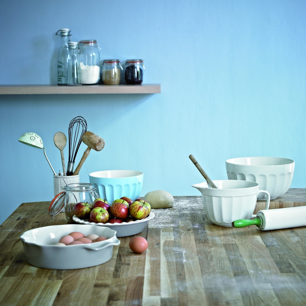 Oak kitchen bakeware image.jpg