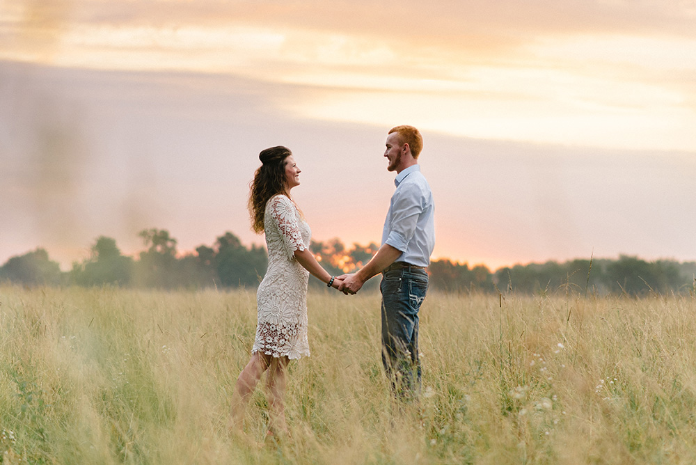 nicole corrine engagament phorographer Midwest Traer Iowa gorgeous sunrise.jpg