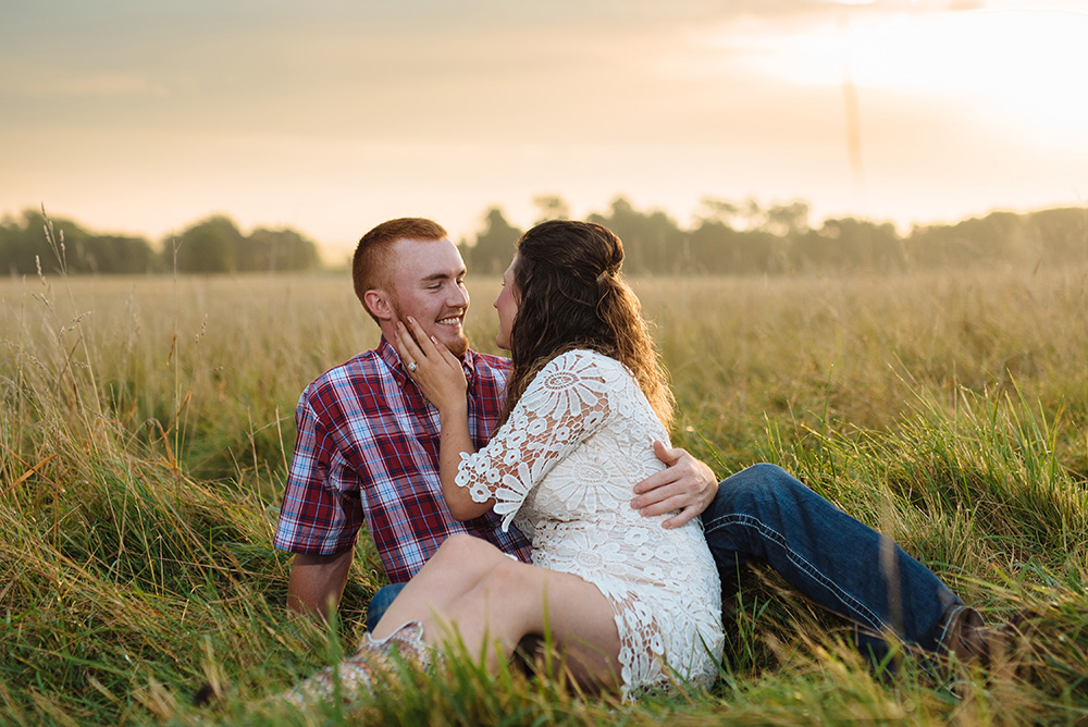 nicole corrine midwest wedding photographer traer iowa sunrise engagament session.jpg
