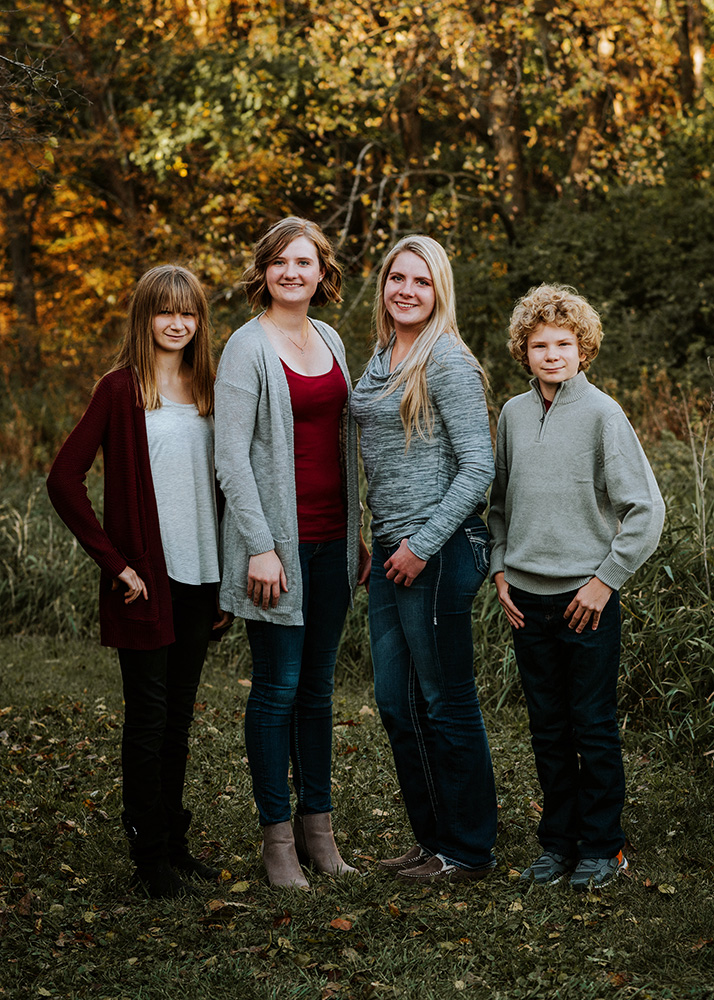 nicole corrine iowa family photographer cousins.jpg