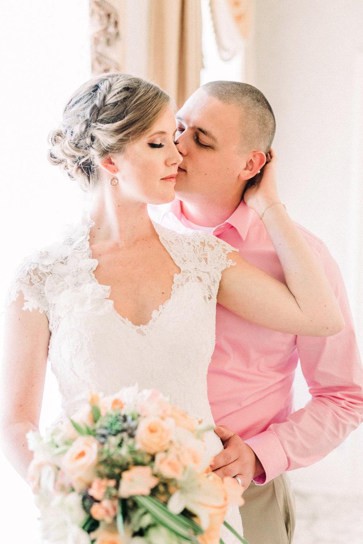 Snowden House Waterloo Iowa Wedding Couple kissing