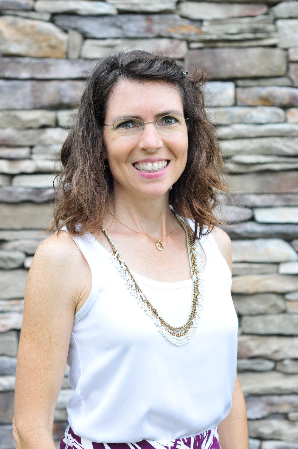 Nana Vinar, Women's Pastor