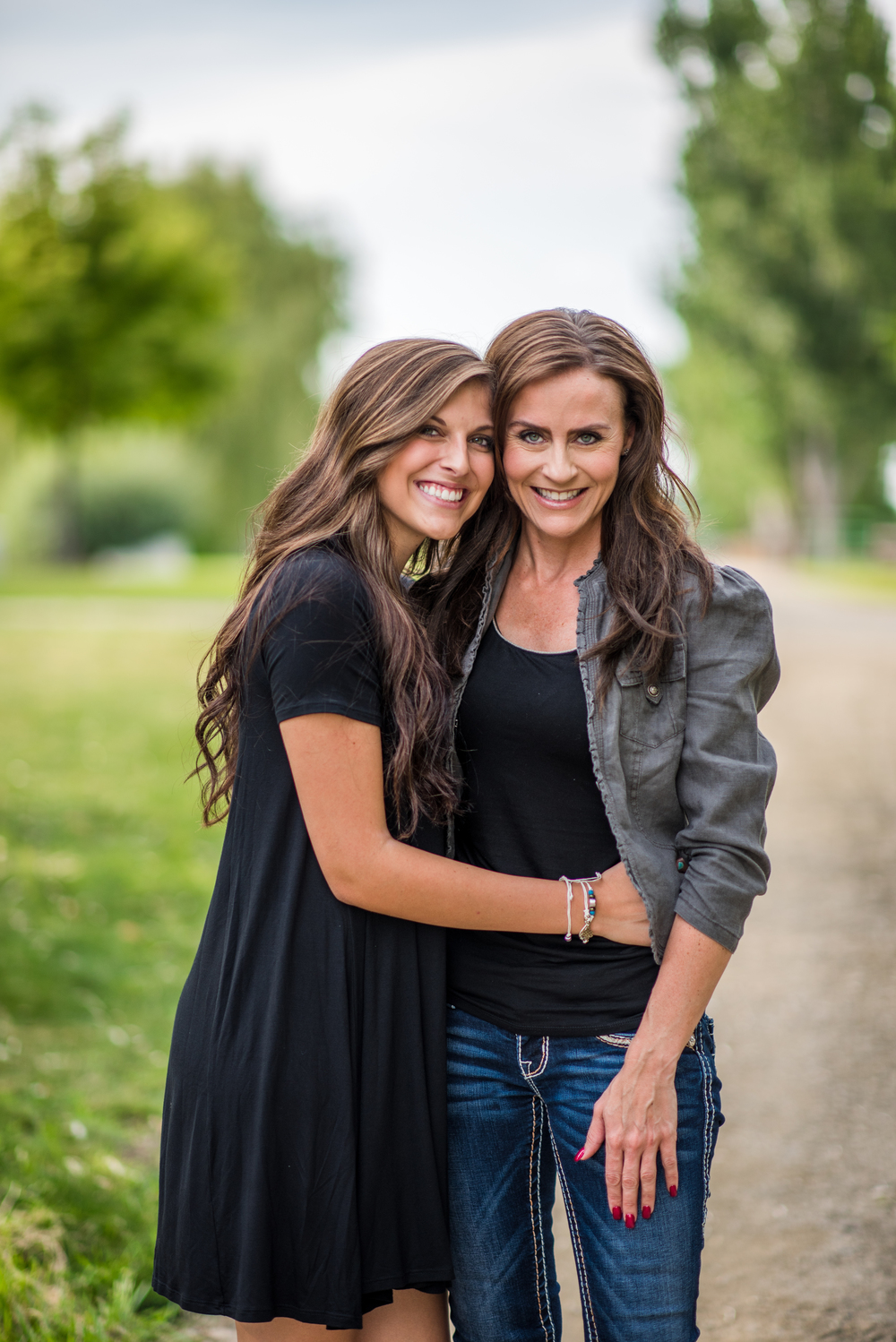 Isn't this mother/daughter duo just ABSOLUTELY stunning!?!