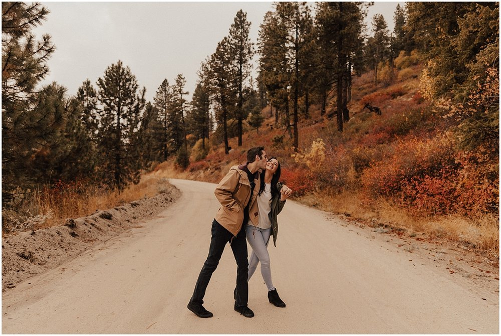 idaho-fall-winter-engagement-golden-retreiver34.jpg