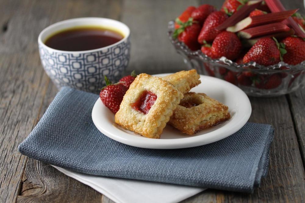 Strawberry Rhubarb Pie Cookie