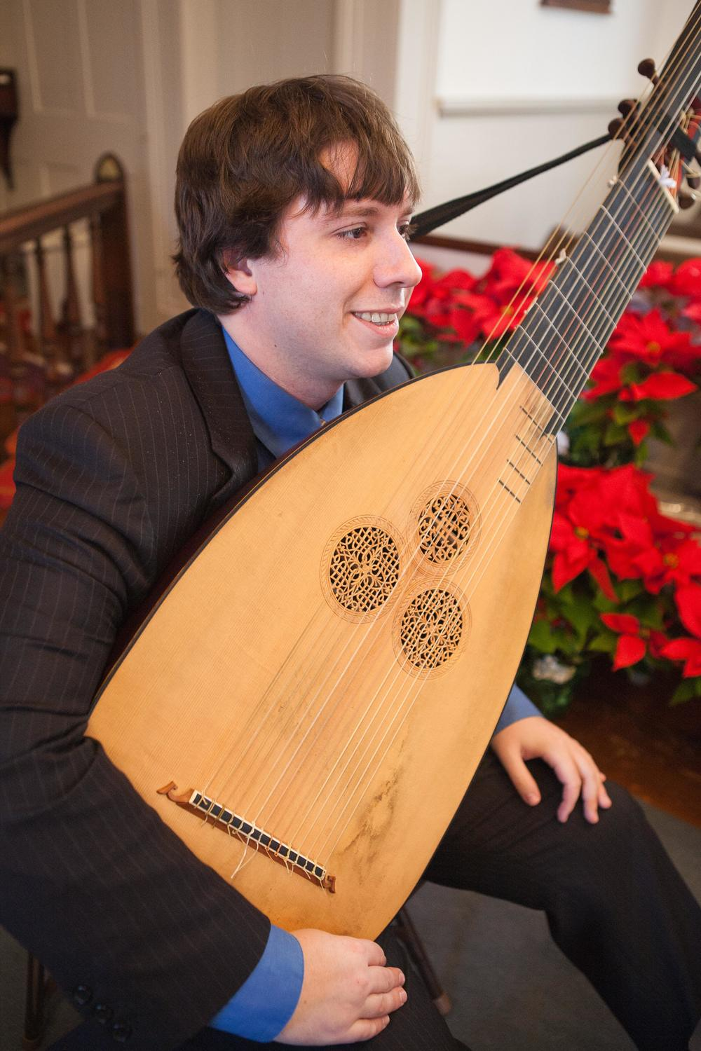 Harvey_theorbo_headshot_HR.jpg