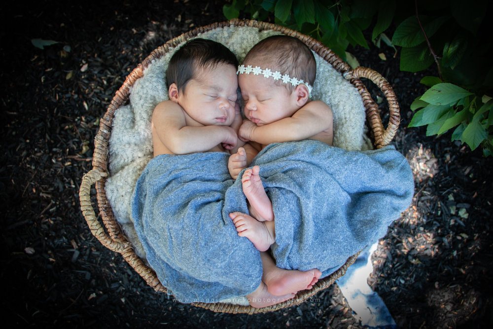 Brittany_newbornTWINS_blog-1-24.jpg