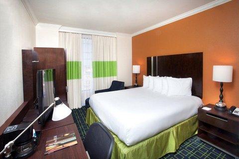 guestroom_-_standard_king_J (1).jpg