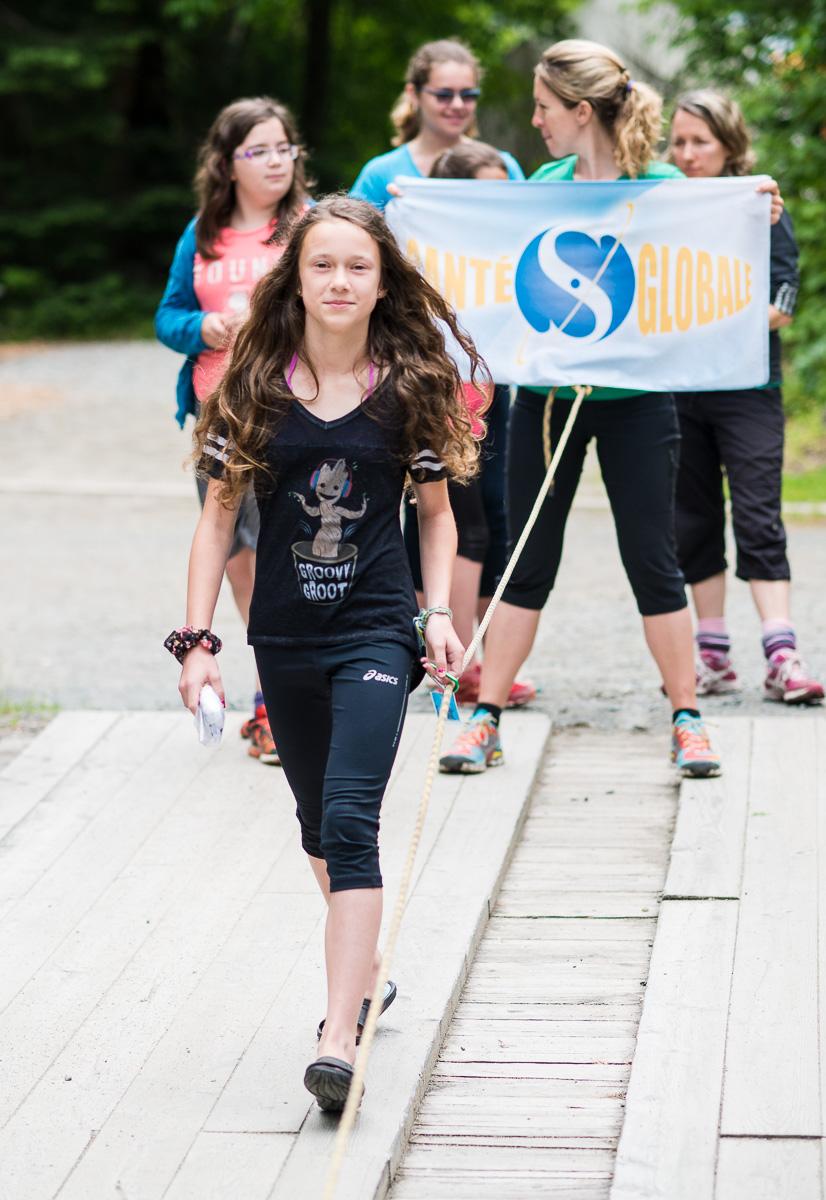 Sarah qui marche d'un pas décidé vers le secondaire!