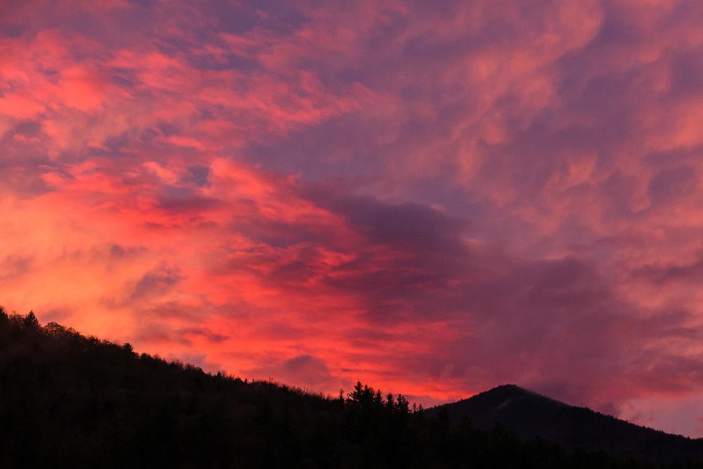 Couché de soleil sur la montagne que nous allions contourner le lendemain