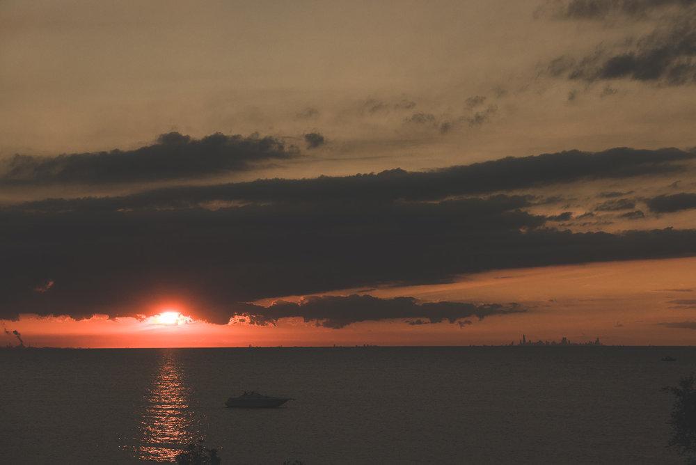 Coucher de soleil avec chicago, sur la droite