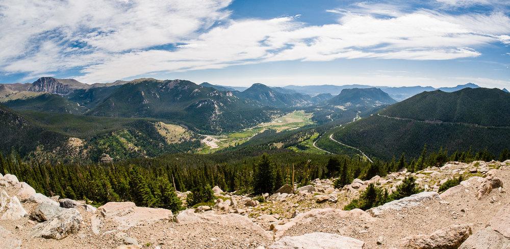 La Trail Ridge Road serpentant dans les montagnes