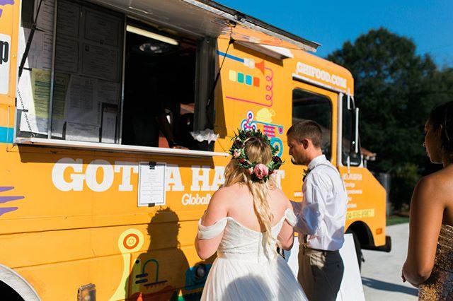 Always missing @lindseymckinnonphotography 's wedding. And this food truck. 😍 . . . . #athensweddingphotographer #athensga #athensgaweddings