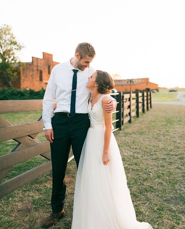 Throwback to this wedding at @smithoniafarm. The sunsets here are incredible. ☀ . . . . #athensweddingphotographer #athensga #athensgaweddings #smithoniafarm #athensgaphotographer