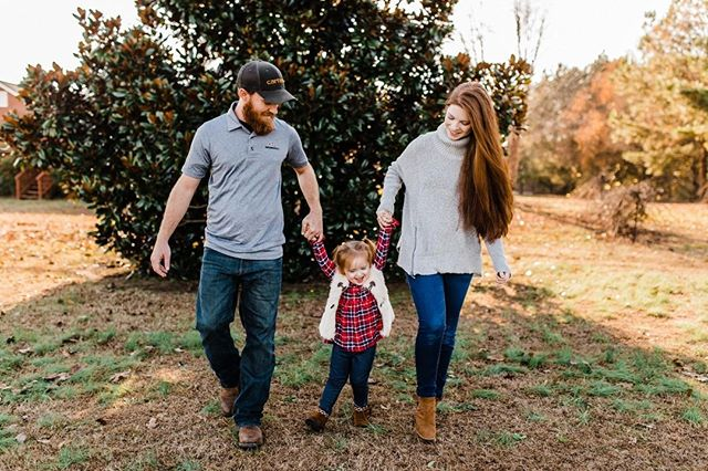 Photographed my all time favorite red headed family the other day and I just want to cry at how cute they are. 😭 . . . #athensgafamilyphotographer #athensga #athensgaphotographer