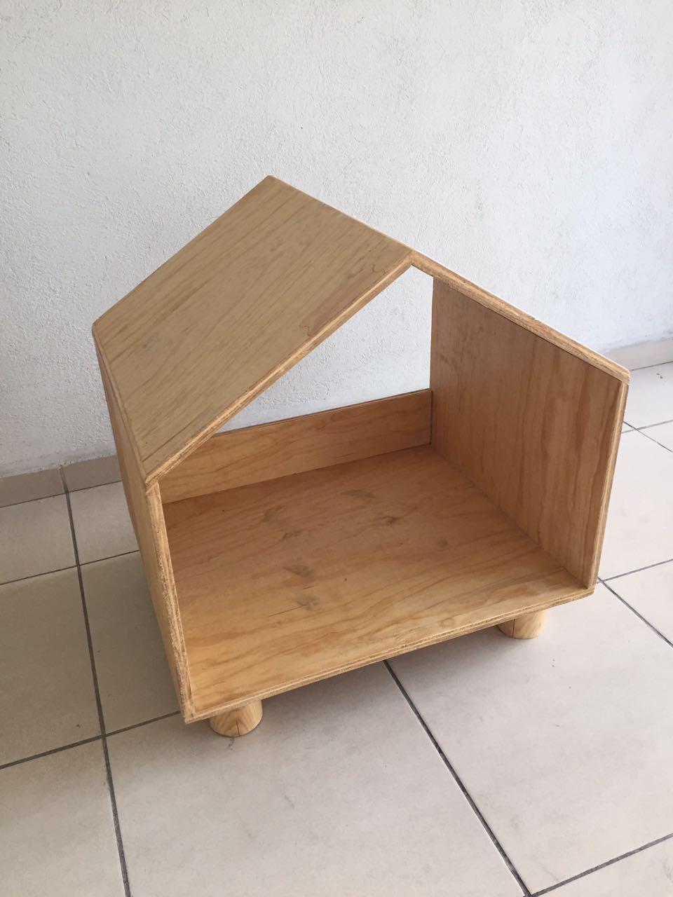 Casita sin puerta madera natural.JPG