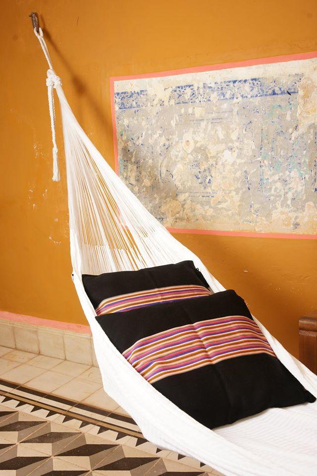 Hamaca y cojines de Taller Maya