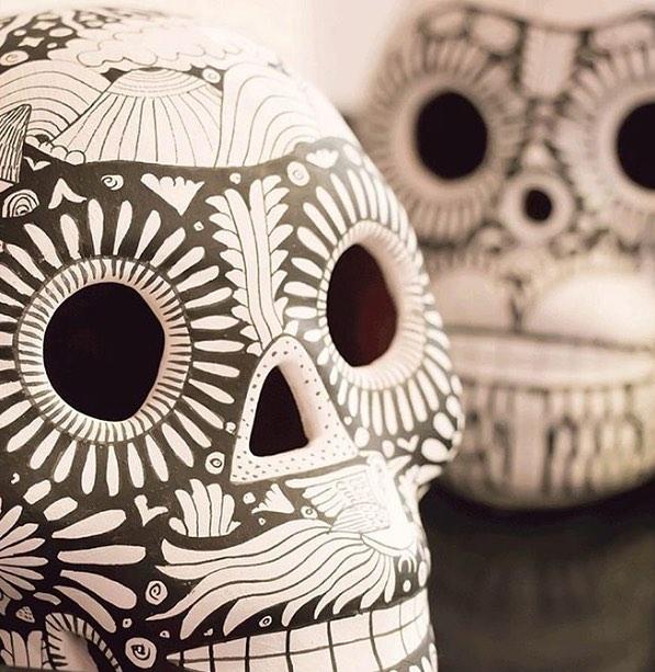 ¡Feliz Día de Muertos!! 💀🖤 . . . #méxico #mexico #vamosmexico #diseñomexicano #diseñomx #hechoenméxico #artesanías #artisanmade #fairtrade #madeinmexico #artisan #artwork #handmade #hechoamano #hechoamanoconamor #artisans #artesaniamexicana #artesanía #homedecor #decor #decoracion #calaca #calavera #calaveramexicana #piñata #diademuertos #díademuertos #diademuertos💀 #diademuertoscdmx #diademuertosmexico
