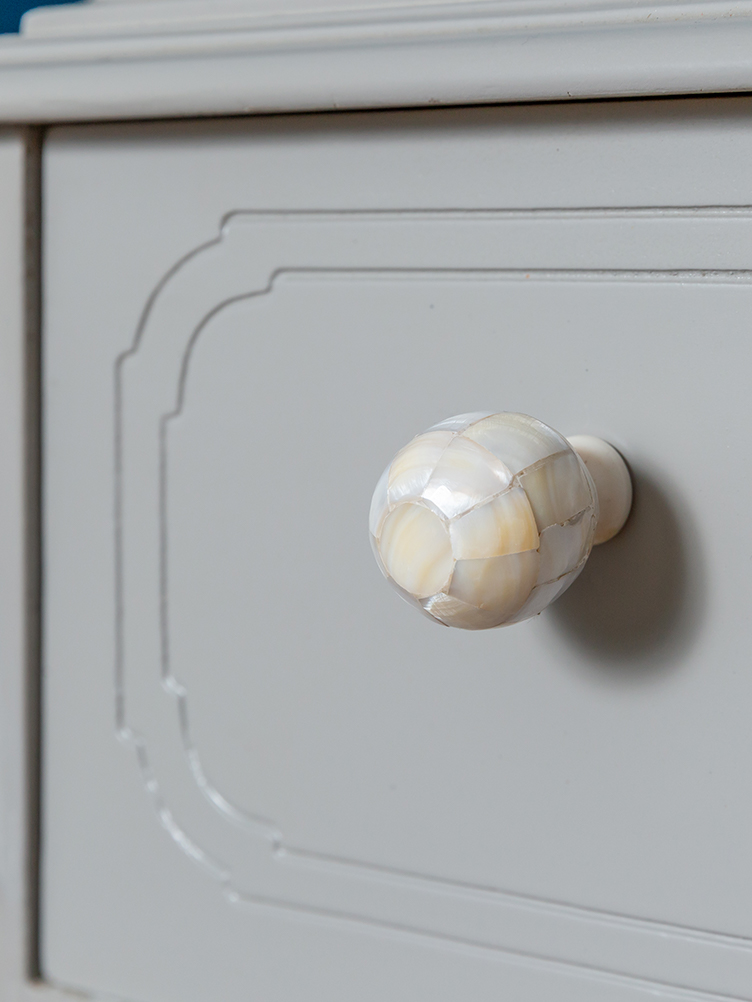 elworthy dresser close up 3.jpg