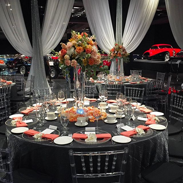 Did anybody make it out to the Auto Show this wet weekend?  This bride and groom incorporated their love of classic and unique automobiles into their wedding. @blackhawkmuseum #bbfloraldesign #flowerstagram #wedding #flowers