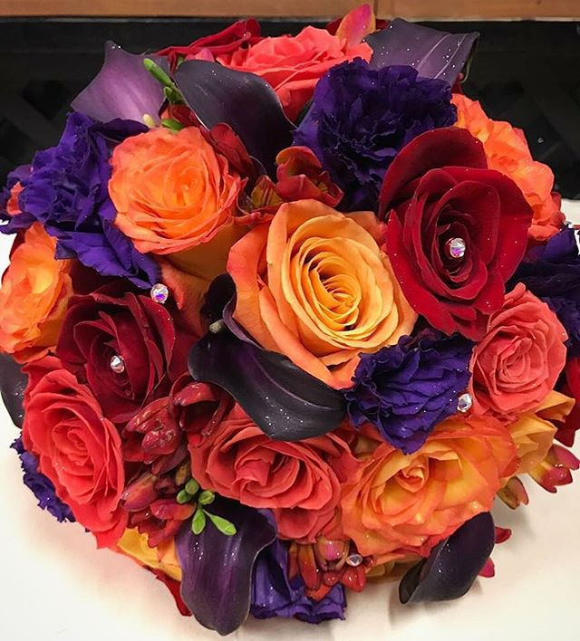 As sad as we will be once the weather is cold and rainy, we are so excited for the fall color schemes! • • #bbfloraldesign #flowerstagram #flowers #fallcolors #fall #autumn #autumnwedding #fallwedding #orange #red #purple #weddingflowers #weddingbouquet #bouquet #wedding #bayareaflorist #bayareawedding