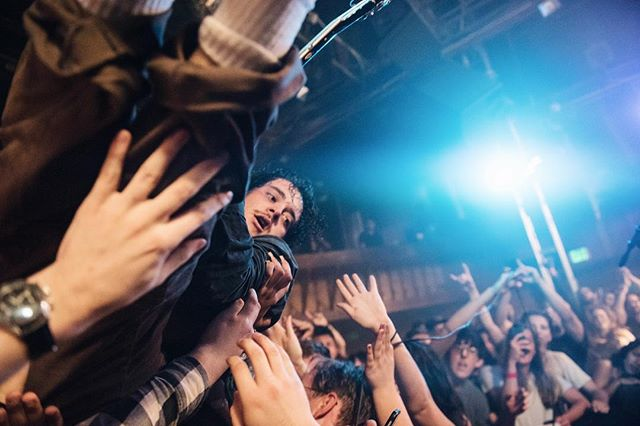 Here's a crowd surfing Rob Grote feat. my left hand assisting him up and over my head and back onto the stage 🤠