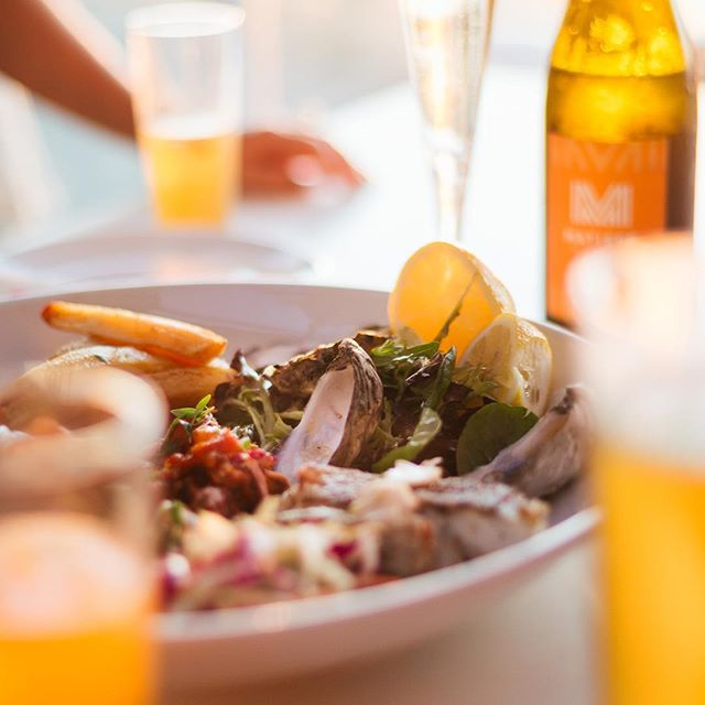 Is there anything more WA than seafood at sunset? #matissebeachclub #scarboroughbeach #westisbest