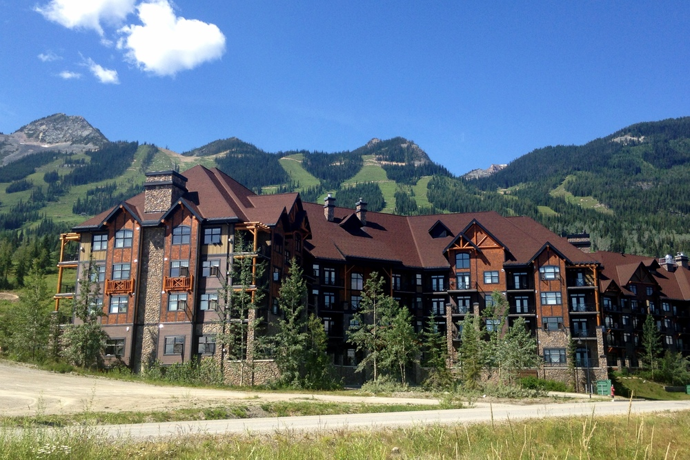 glacier-mountaineer-lodge-kicking-horse-resort-golden