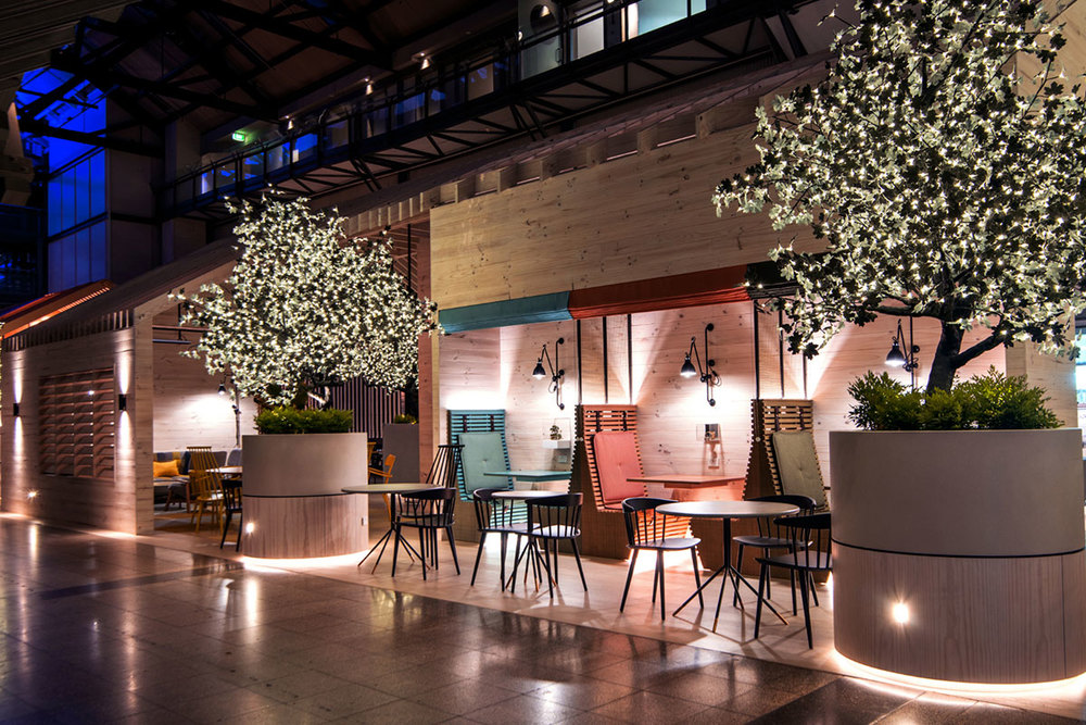 Ovolo-Hotel-Lo-Lounge-Kissing-Booth.jpg