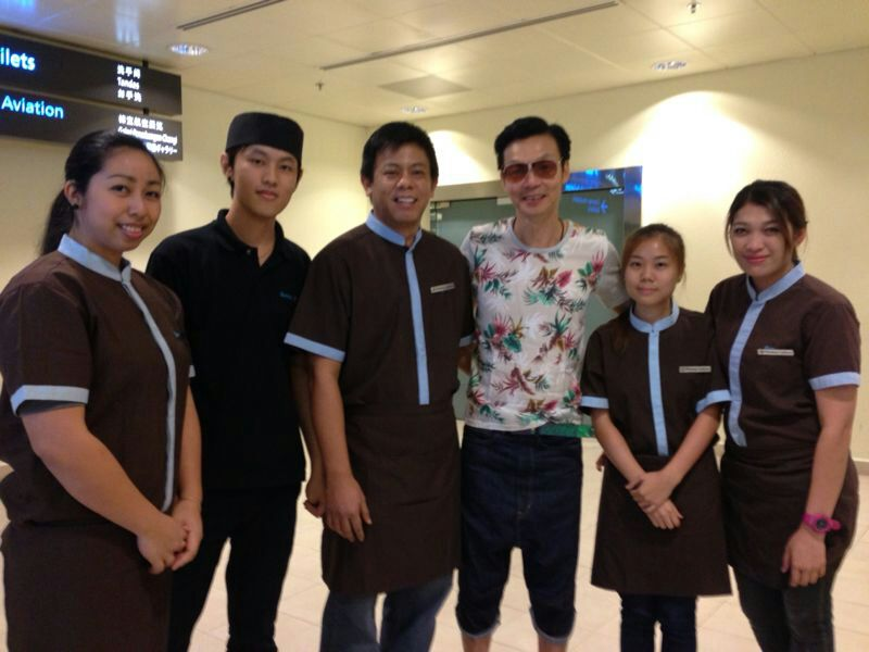 Mediacorp Artiste Mark Lee with the team at Penang Culture @ Changi Airport T2