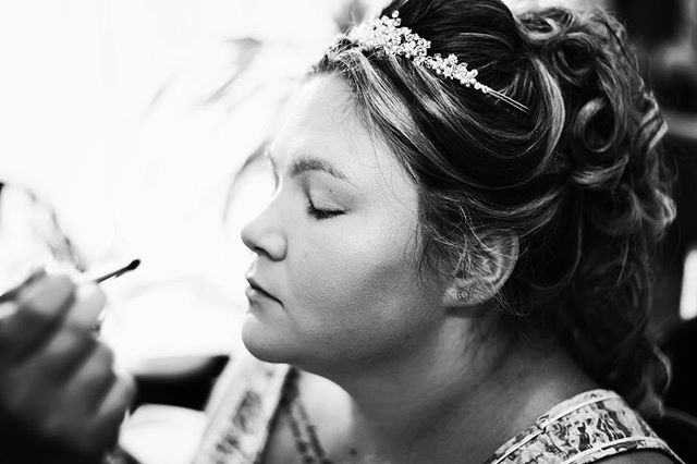 #wedding #marriage #makeup #bride #gettingready #preparation #photography #blackandwhitephotography #weddingphotography #wife #weddingphotographer #aniquebazilphotography #nikon #50mm #love #beautiful