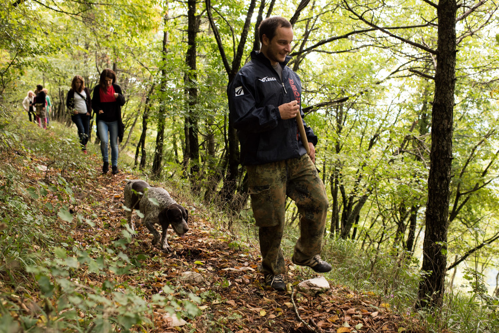 Giacomo leder oss upp på Monte Nerone med sin hund Cila.