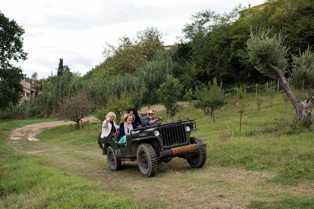 Vi hälsar på hos Elio Savelli och drar ut på vinfälten.
