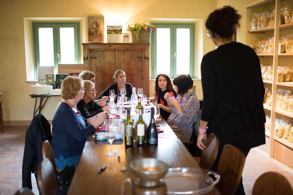Vinprovning på Guerrieris gård.