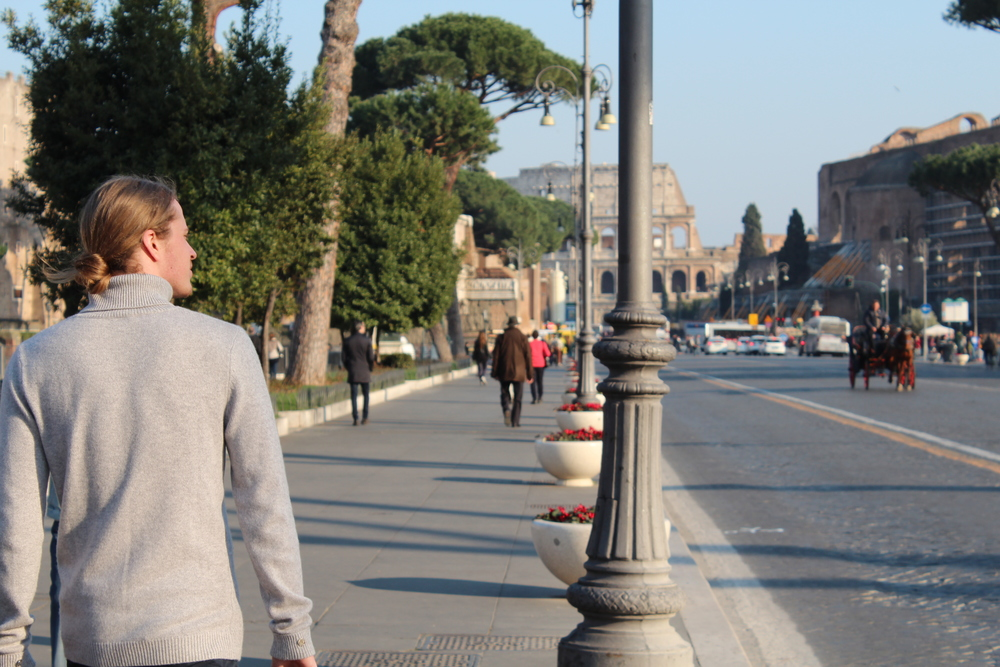 WALK FROM ROMAN FORUM TO THE COLOSSEUM