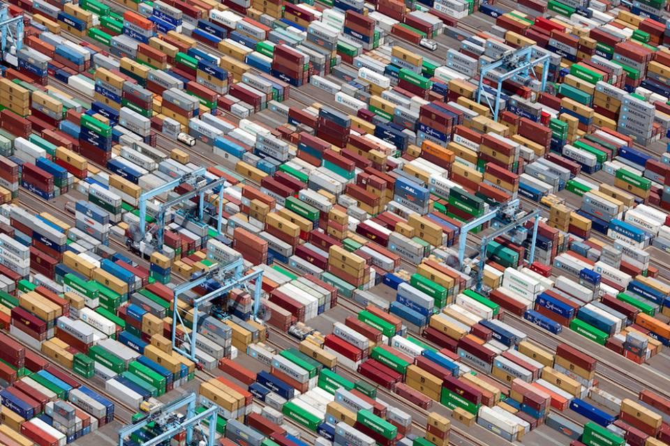 2011 年美國佛吉尼亞洲 《船運集裝箱》