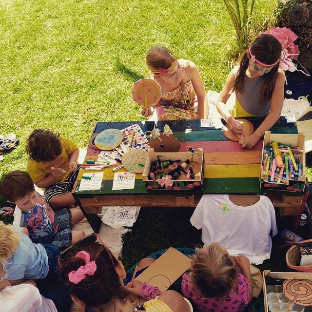 Momento de juego y creación . el espacio de los niños en el festival #sancarlosmusicfestival #aicarai