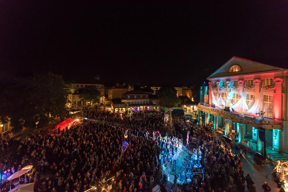 Eröffnungsfest auf dem Theaterplatz zum Kunstfest Weimar. Foto: Thomas Müller