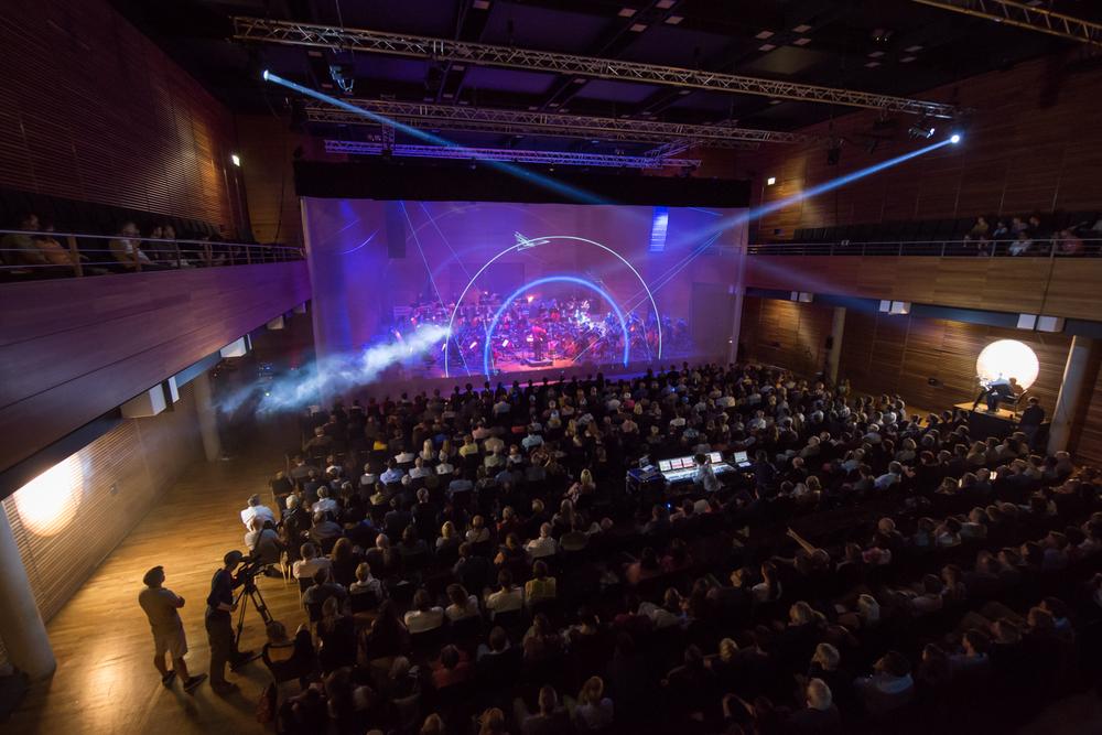 Eröffnung des Kunstfest mit Orchestronik der Stüba Philharmonie in der Weimarhalle.Foto: Thomas Müller
