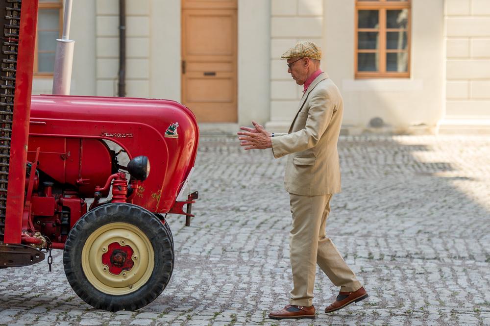 Traktorenkonzert für 12 Traktoren im Innenhof des Weimarer Stadtschloss unter der Leitung von Sven-Ake Johannson zum Kunstfest. Foto: Thomas Müller