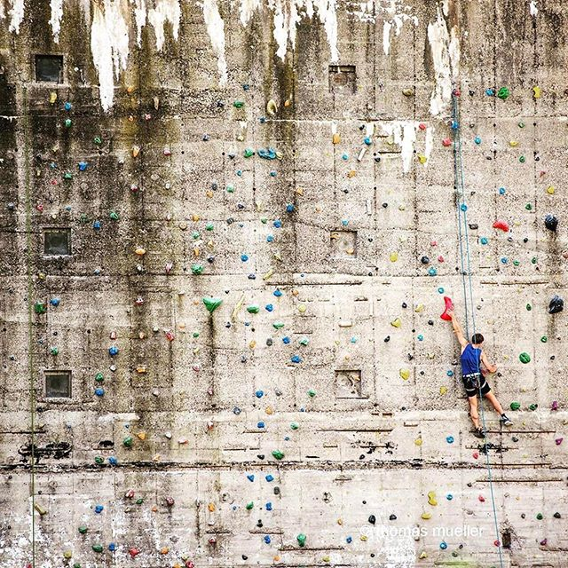 #Repost @taikrixel ・・・ bouldering in Rostock #rostock #rostockcity #bouldering #architecture #architecturephotography #sports #wall #bunker #concretewall #climbing #abandonedplaces #nikonphotography #nikon @nikondeutschland @istockbygettyimages #taikrixel